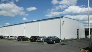 Lagerhalle für Spedition und Gewerbebetriebe mit Sektionaltor