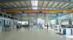 Produktionshalle mit Kranbahn und Firstlichtband