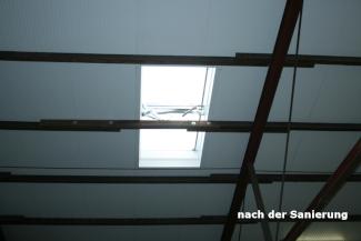 Ansicht neues Dach von Innen mit Sandwichplatten und neuer RWA Lichtkuppel